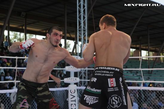 Ramazan Emeev (L) in action last year against Vyacheslav Vasilevsky