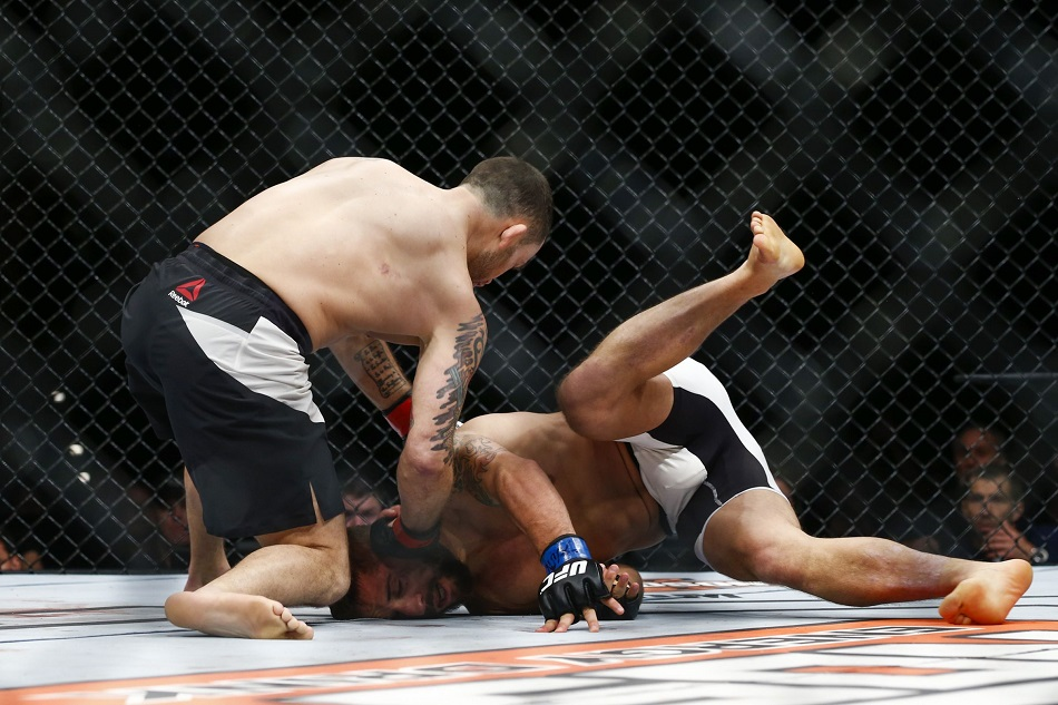 Frankie Edgar knocks out Chad Mendes at the Ultimate Fighter Season 22 Finale. Photo by Esther Lin, MMA Fighting