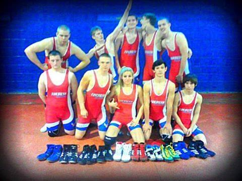 Laken Jowers and wrestling team